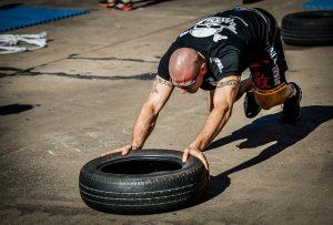 Sport avec un pneu