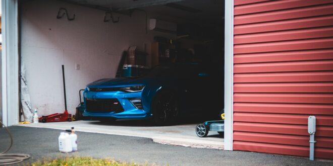 Un garage pour faire le correct entretien des pneus.